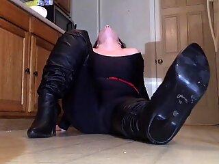 Spandex Angel - Huge camel toe teasing