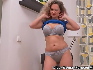 euro milf Ameli abuses her cunt with her fingers