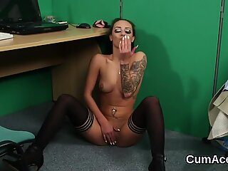 Sexy idol gets cumshot on her face swallowing all the load