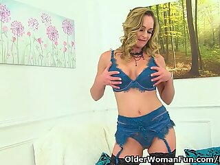 English milf classy Eve opens up her fanny broad for us