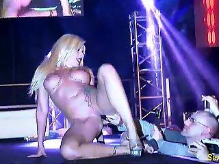 wild flexi stepmom naked on stage